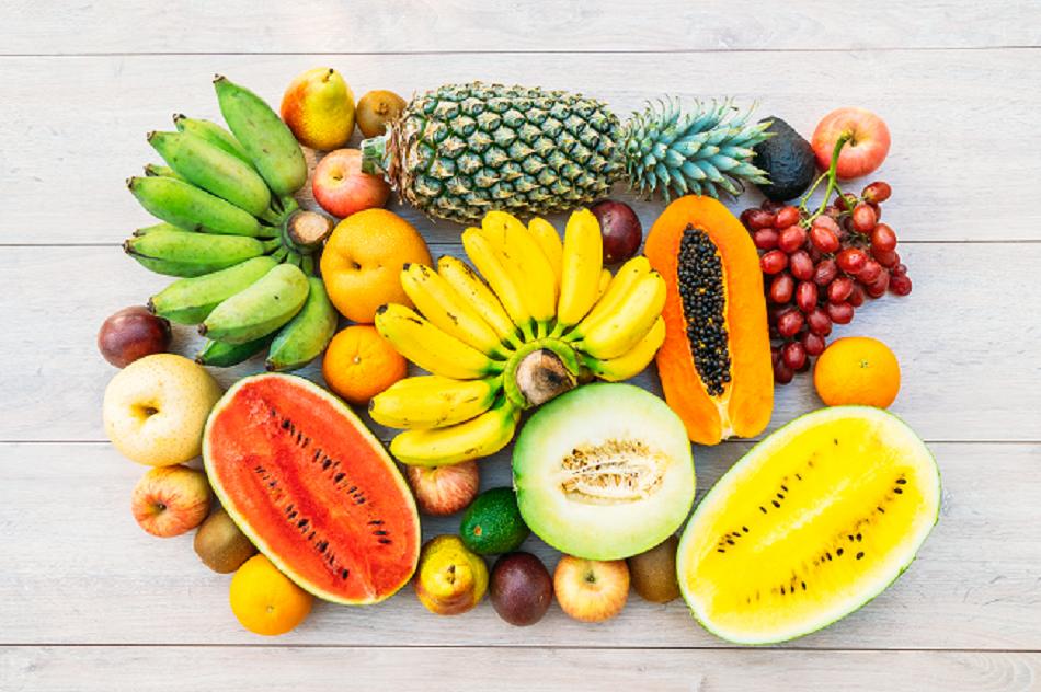 As frutas brasileiras, com suas cores e sabores.